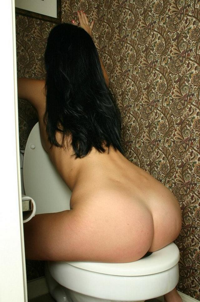Funny sexy Tonya naked on the toilet 9 photo
