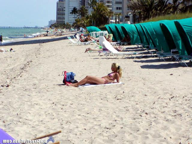 Seduced Latin slut on the beach and fucked her at home 1 photo