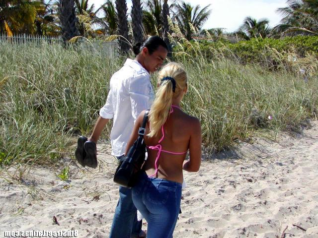 Seduced Latin slut on the beach and fucked her at home 4 photo