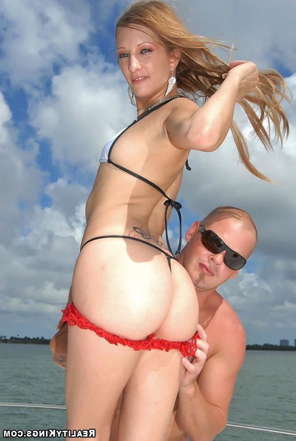 Bald guy fucked sporty girl on the high seas 9 photo