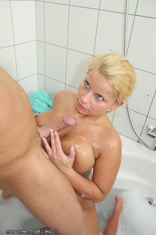 Lucy sucks big dick in bathroom 10 photo