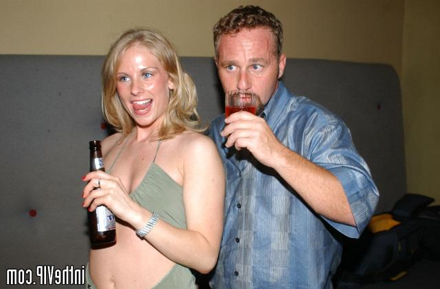 Dude seduced by hot blonde on disco and fuck on the couch 12 photo