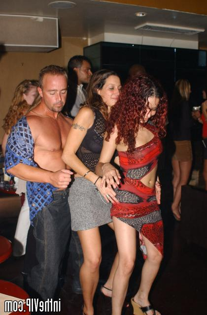 Man on the alco party seduced two bitches 7 photo