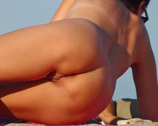 Attractive girls sunbathing on the beach without underwear 19 photo