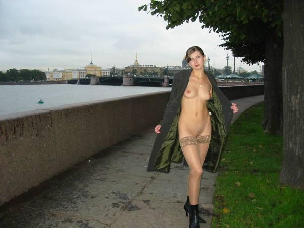 частное фото голая на улице