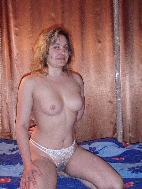 Adult ladies in panties and without underwear are showing their pussies 20 photo