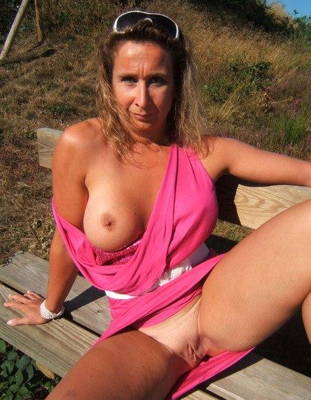Mature moms in stockings openly shows themselves 24 photo