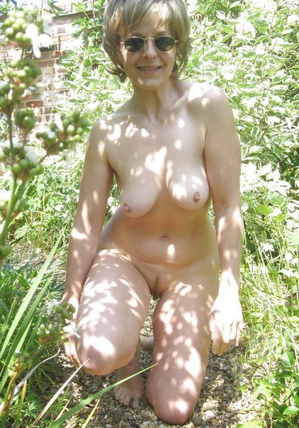 Mature moms in stockings openly shows themselves 5 photo