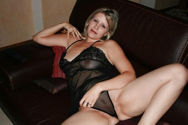 MILF with nice breasts and hot mouth 25 photo