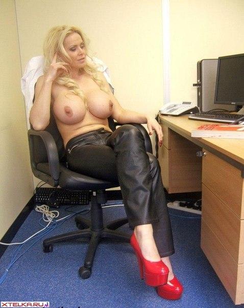 большие сиськи секретарш фото
