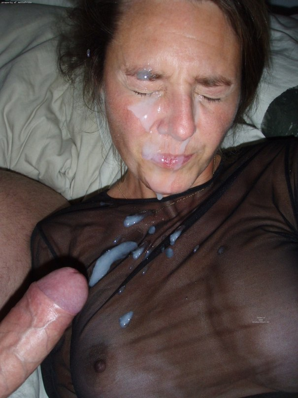 Hard Cum shots - a lot of sperm directly into the throat 2 photo