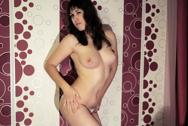 Erotic photo of young Anuta in cozy flat 13 photo