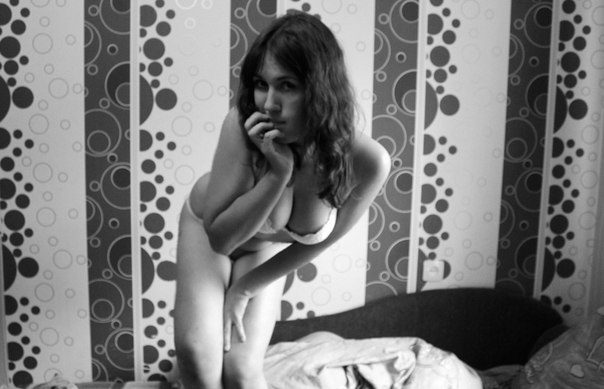 Erotic photo of young Anuta in cozy flat 4 photo