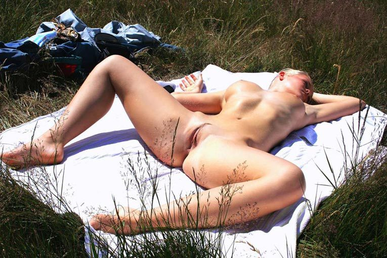 Pretty Irina likes to sunbathe naked - from a private collection 12 photo
