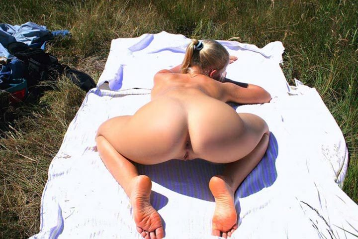 Pretty Irina likes to sunbathe naked - from a private collection 8 photo