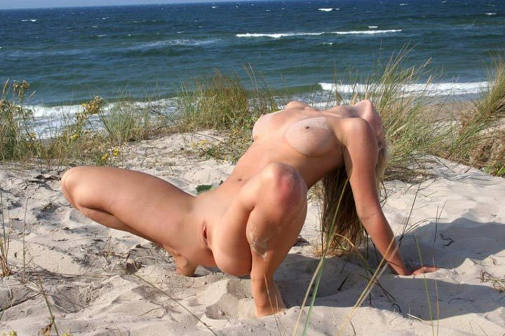 Pretty Irina likes to sunbathe naked - from a private collection 6 photo
