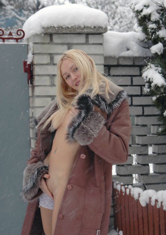 Beautiful blonde shows her naked body in the winter yard 5 photo
