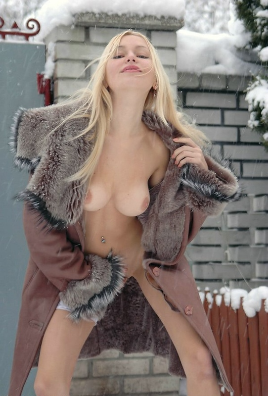 Beautiful blonde shows her naked body in the winter yard 14 photo