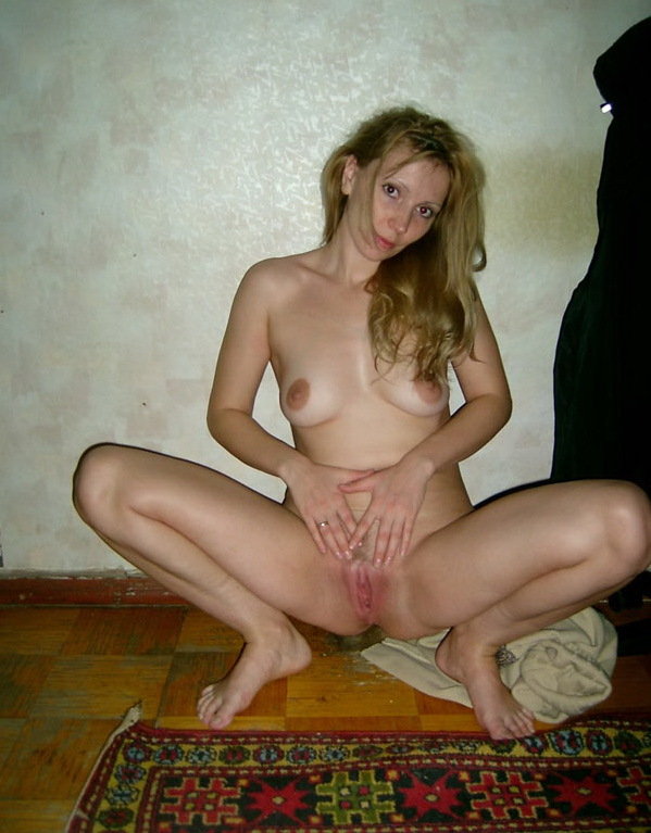 Russian mom stripped by the wall 12 photo