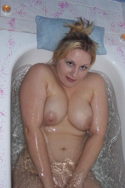 Bbw blonde filmed naked in bathroom 28 photo