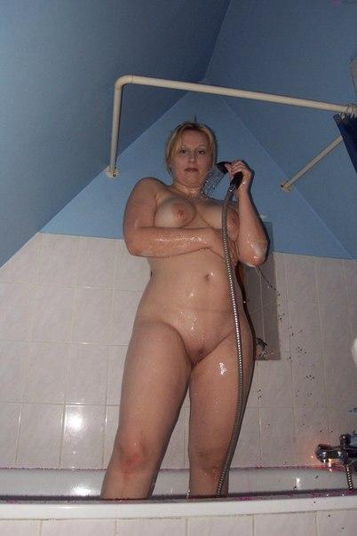 Bbw blonde filmed naked in bathroom 5 photo