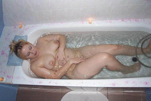 Bbw blonde filmed naked in bathroom 9 photo