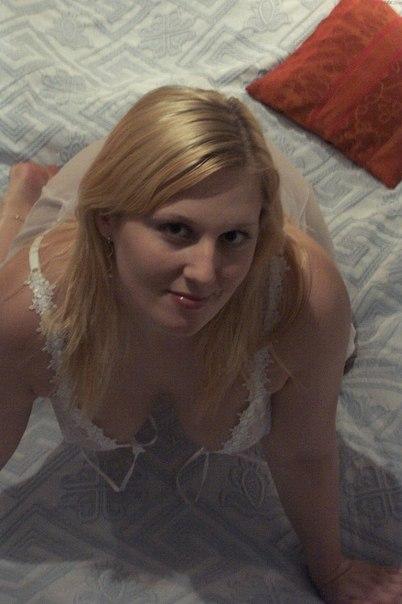 Bbw blonde filmed naked in bathroom 1 photo
