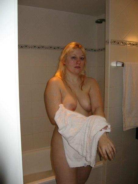 Bbw blonde filmed naked in bathroom 7 photo