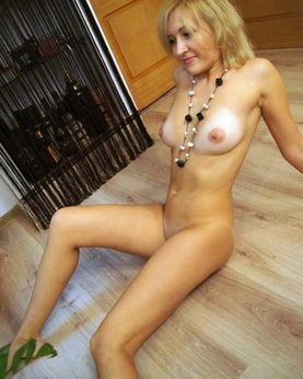 Sexy mature ladies presents their naked photo