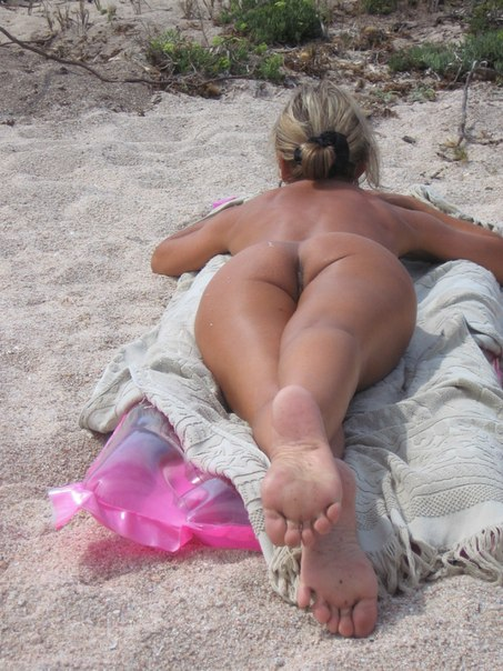 Mature naked 48 years old Ira on the beach 7 photo