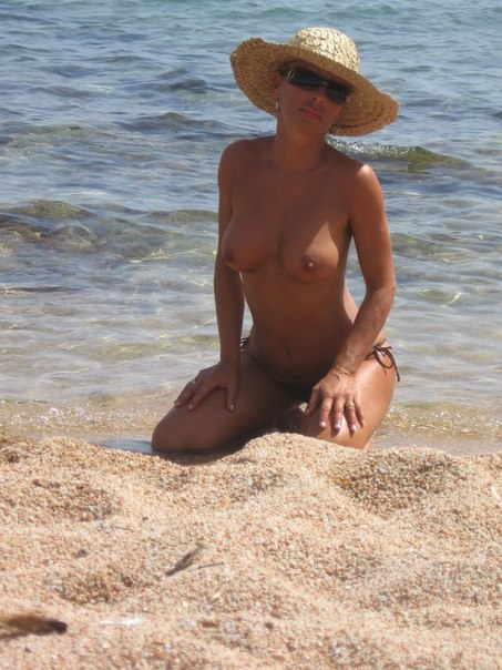 Mature naked 48 years old Ira on the beach 9 photo