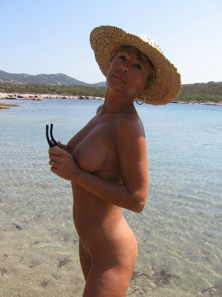 Mature naked 48 years old Ira on the beach 8 photo