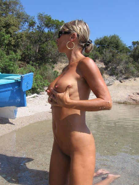 Mature naked 48 years old Ira on the beach 16 photo