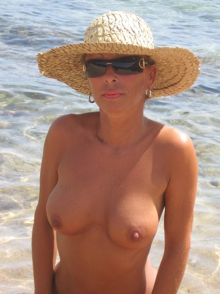 Mature naked 48 years old Ira on the beach 23 photo