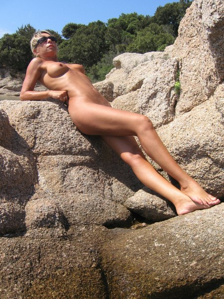 Mature naked 48 years old Ira on the beach 11 photo