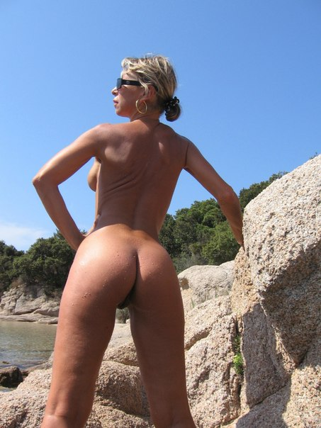 Mature naked 48 years old Ira on the beach 4 photo