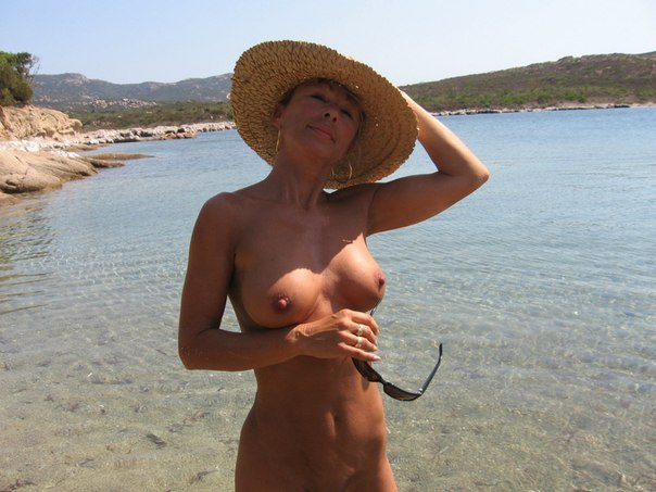 Mature naked 48 years old Ira on the beach 1 photo