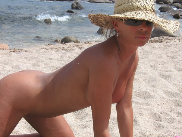 Mature naked 48 years old Ira on the beach 15 photo