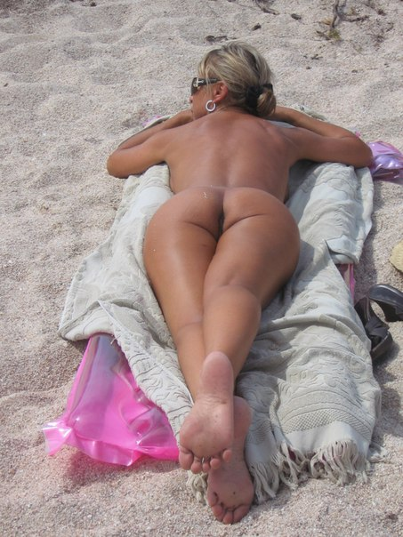 Mature naked 48 years old Ira on the beach 6 photo
