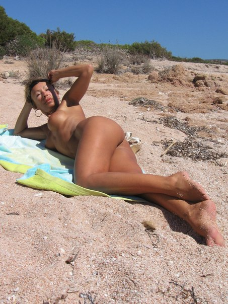 Mature naked 48 years old Ira on the beach 10 photo