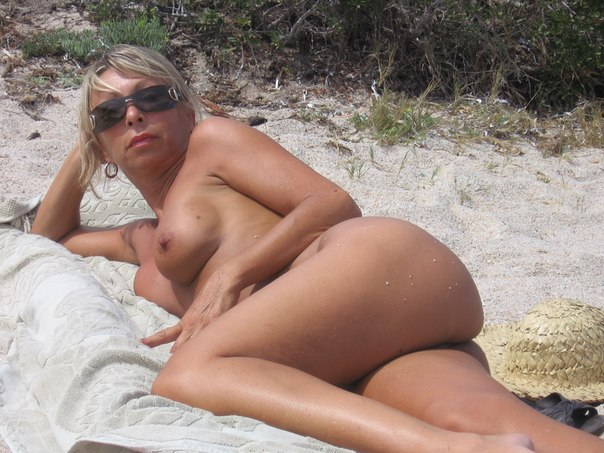 Mature naked 48 years old Ira on the beach 17 photo