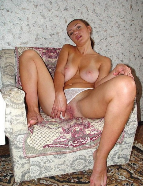 Naked beautiful wives at home waiting for husbands 22 photo
