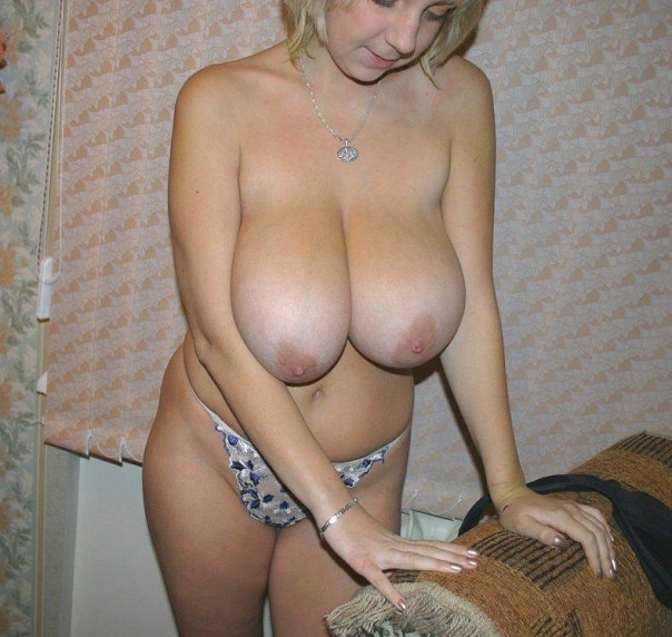 Naked beautiful wives at home waiting for husbands 23 photo