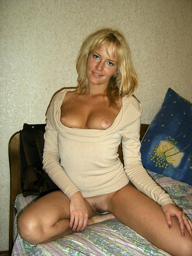 Naked beautiful wives at home waiting for husbands 5 photo