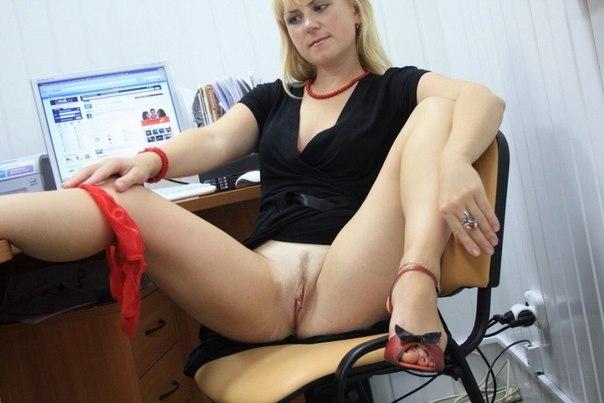 фото голые девки на работе