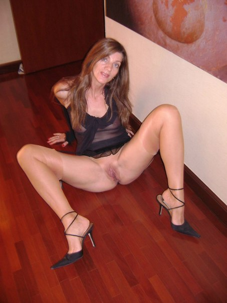 Beautiful vulgar mommies with her spread legs 12 photo