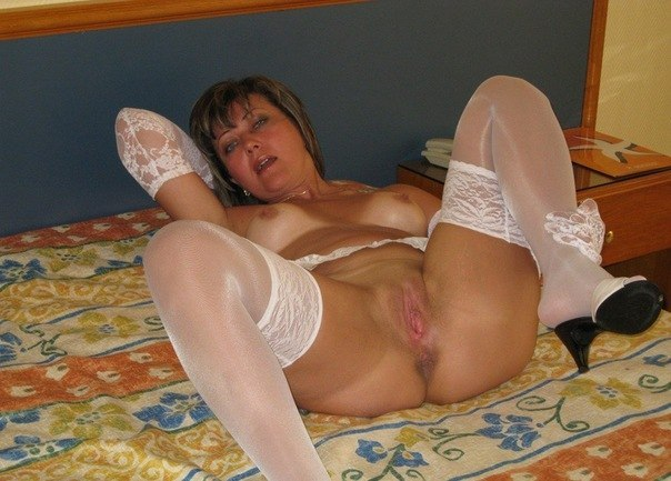 Beautiful vulgar mommies with her spread legs 22 photo