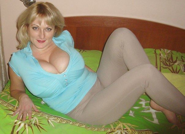 Beautiful vulgar mommies with her spread legs 23 photo