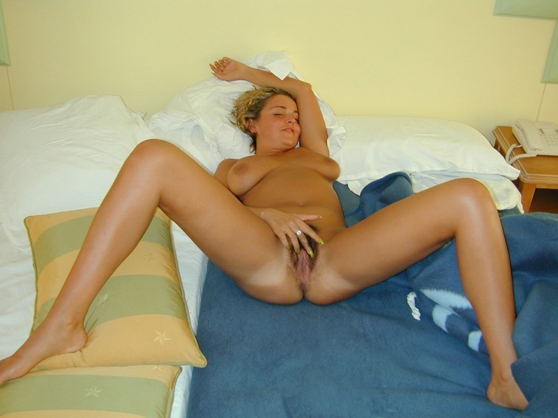 Tanned titted lady shows hairy pussy in the hotel room 9 photo