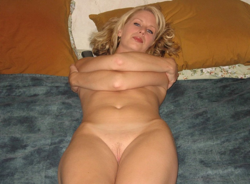 Blonde is widely spread her legs and showed pussy 5 photo